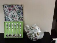 Portmerrion Teapot and Teaspoons