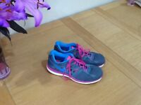 LADIES NIKE Dual fusion TRAINER in nearly new condition