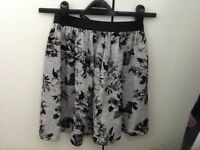 Skirt size 6 black & grey