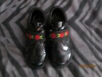 GIRLS BLACK SHOES VELCRO FASTENING WITH FLOWER PATTERN BRAND NEW SIZE 9