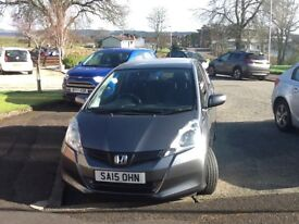 Honda Jazz ES'in perfect condition.