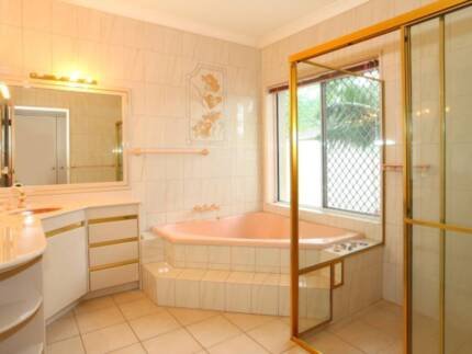Hi, nice room for rent,near bus stop,near shopping and beach Bundall Gold Coast City Preview