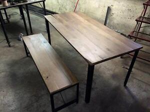 TABLE EN ACIER ET BOIS D'INSPIRATION INDUSTRIELLE
