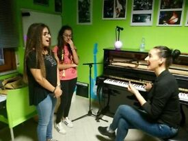 Italian Singing teacher and vocal coach available IN PRESENCE and for ONLINE LESSONS!