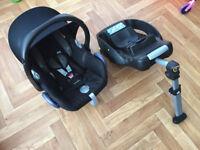 Maxi-Cosi Cabriofix Baby Car Seat - Total Black & Isofix Base