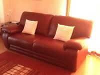 Immaculate 3 seater Italian leather sofa & 2 armchairs