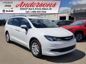 2017 Chrysler Pacifica LX *Low KM*