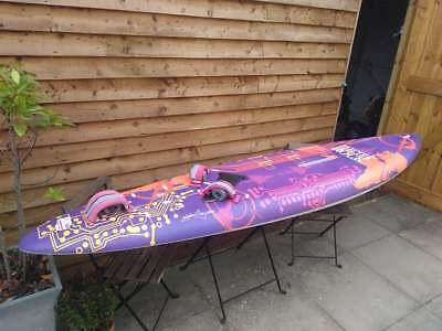 105 L BIC ELECTRIC ROCK WINDSURFING BOARD, INCLUDES FOOT STRAPS AND FIN