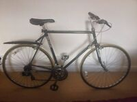 Raleigh Pursuit Road / Hybrid Bike Cruiser Bicycle With Accessories