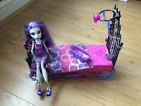 Monster High Spectra Vondergeist Dead Tired Doll and pet plus floating bed