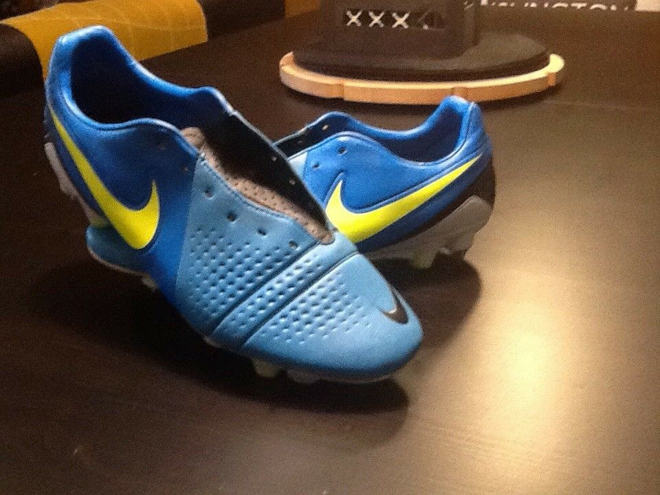 Nike CTR360 Semi Moulded Football Boots Size 8