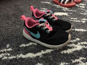Size 10 Girl Nikes Wattle Grove Liverpool Area Preview