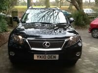 Luxurious drive with all modern comforts with room for the family,includes 2 remote keys, roof rails