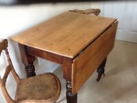 1850 PINE DROP LEAF TABLE AND THREE CHAIRS.