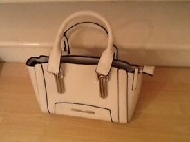 White handbag used once to clear £8.99