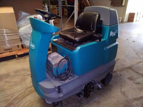 Tenant R14 Ride-on Commercial Carpet Cleaner