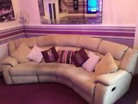 CHAMPAGNE COLOURED CORNER SUITE INCLUDING 2 MANUAL RECLINER CHAIRS. ABSOLUTE BARGAIN AT £85