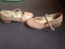 Girls tan tap shoes. Size 10.5 Bonnells Bay Lake Macquarie Area Preview