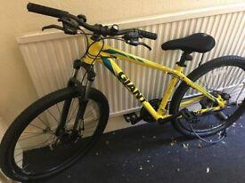 Giant ATX 27.5 2 Mountain Bike Bundle
