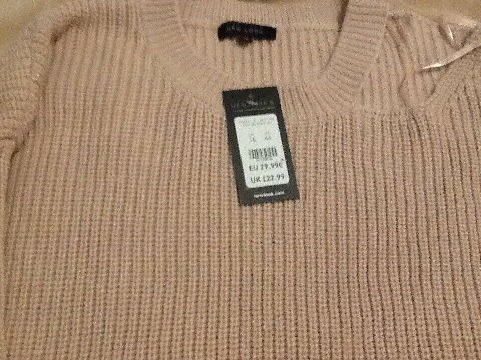 Lovely Brand New Jumper in size 16. Ideal Xmas Pressie