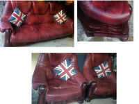 BEAUTIFUL BURGUNDY LEATHER SUITE WITH SOLID WOOD FRAME AND DRAWERS BEAUTIFUL DESIGN SOLID DESIGN