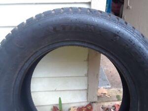 4 pneus hiver  225 65 r17 Altimax Artic