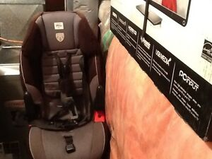Car Seat: ages 2 - 5 for SALE! Kitchener / Waterloo Kitchener Area image 1