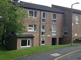 Spacious 2 bed apartment close to train station
