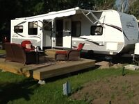Jayco 33' RLDS - Like New Trailer with Extended Warranty
