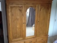 Lovely spacious 3 doored mirrored wardrobe with drawers