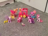 My little pony moving train and carriage plus 6 ponys and mini spike the dragon