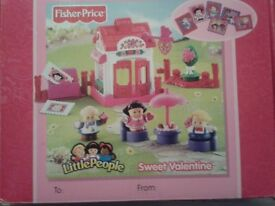 PINK FISHER PRICE LITTLE PEOPLES PINK SWEET VALENTINE SET BRAND NEW IN BOX