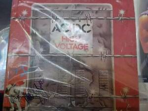 High voltage ac/DC yellow disc signed by Angus and Malcolm young Redhead Lake Macquarie Area Preview