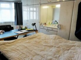 Big Double room £170/w bill included good location for middlesex university