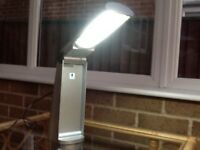 Daylight lamp, portable and foldable. Battery and mains. 13w energy saving tube.