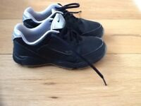 Nike junior black golf shoes trainers uk1.5