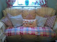 Beautiful cream Italian leather sofa. very good condition £50