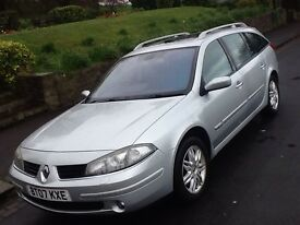 2007 RENAULT LAGUNA 2.0 DCI INITIALE ESTATE. SHOWROOM WITH SAT NAV, LEATHER AND PANORAMIC SUNROOF
