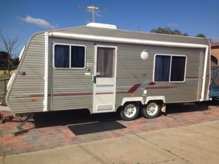 2000 coromal capri 600 25 foot caravan full near new annex West Wodonga Wodonga Area Preview