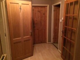 Double room available for single professional , male or female ,long term or short term
