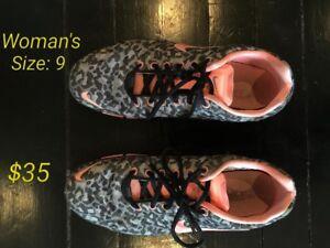 Women's Nike size 9 running shoes (original 165$
