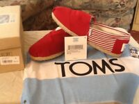 Mens Toms m9 uk8, red striped brand new