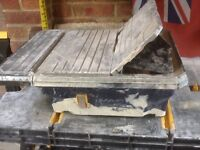 Wet tile saw and collapsible bench