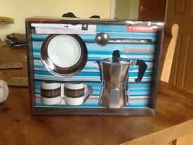 Three cup expresso with two cups and saucers and measuring spoon ( unused ) in presentation box.