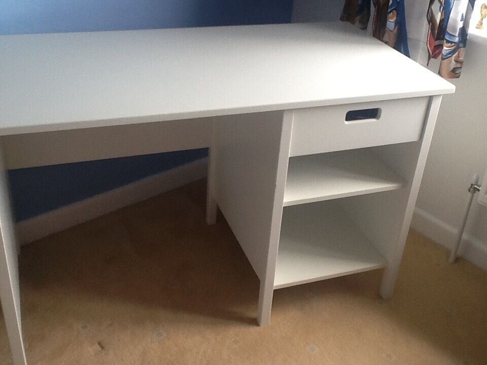 White solid deskin Gosport, HampshireGumtree - White solid desk in good condition changing sons room so no longer needed
