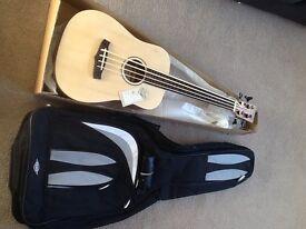 Ukelele bass Tanglewood