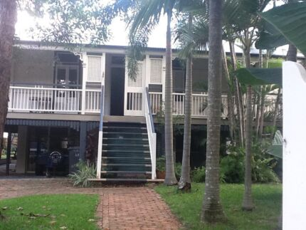 Granny flat walking distance to city, UQ,Southbank and hospitals.
