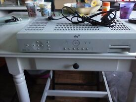 SKYBOX AMSTRAD DRX180 ~ WORKS / NO HARD DRIVE .SPARE OR REPAIR