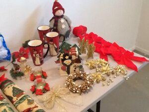 Un lot de décorations pour Noel parfait état
