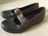 New Clarks Women's 7.5 Brown Leather Shoes